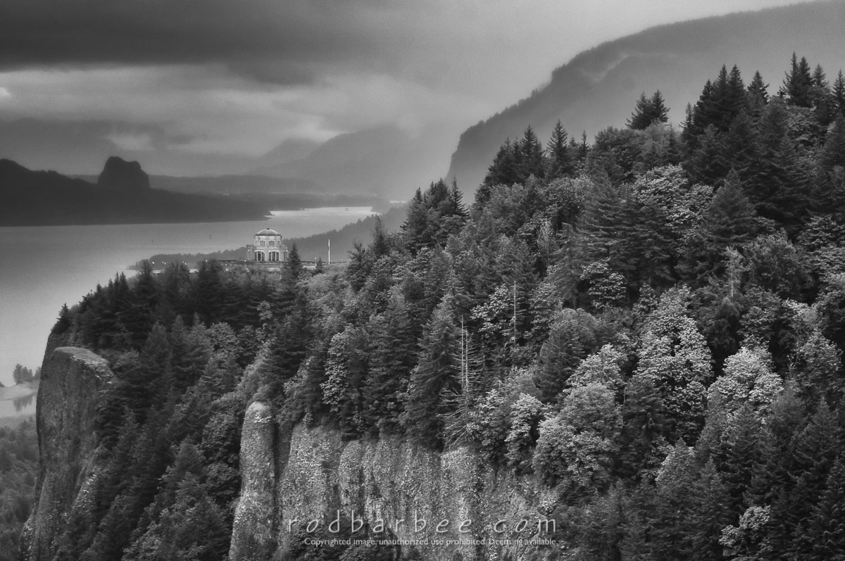 Barbee_140518_3_4393-bw    Crown Point and Vista House from the Portland Women's Forum viewpoint.